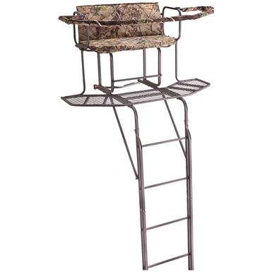 Sturdy steel construction with dual-rail ladder design