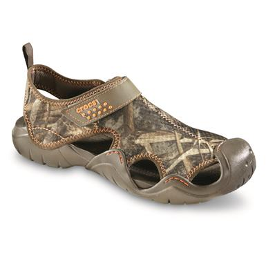 Crocs Men's Swiftwater Realtree MAX-5 Sandals, Chocolate