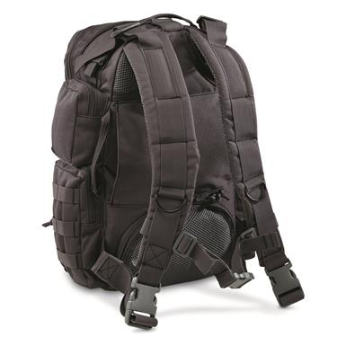 Wide, well-padded shoulder straps for comfortable cary