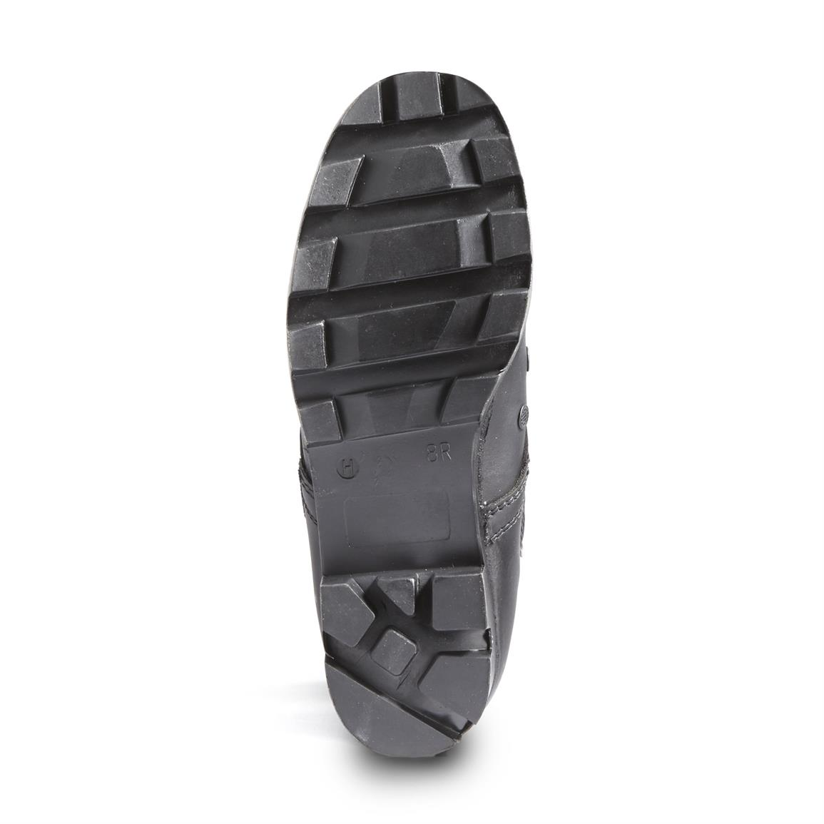 Rubber lug outsole offers traction and added support