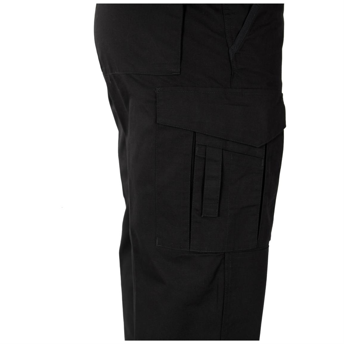 17-pocket design for EMS accessories, including two six-way cargo pockets