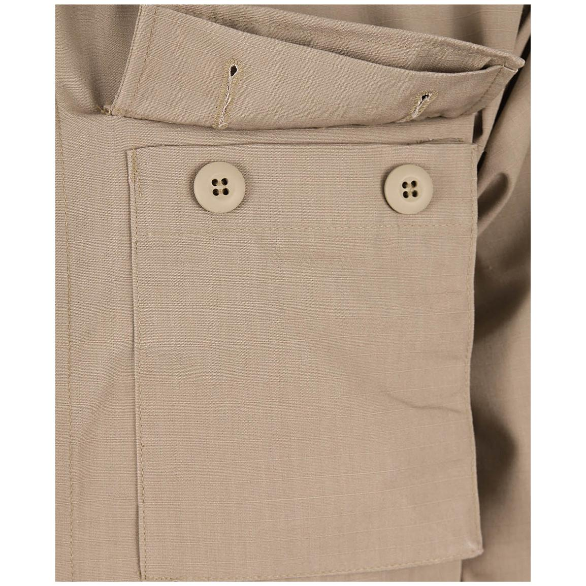 Two chest cargo pockets with hidden button flaps
