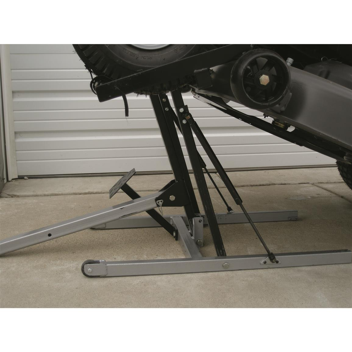 "Wheel cradles are adjustable from 40"" to 52"""