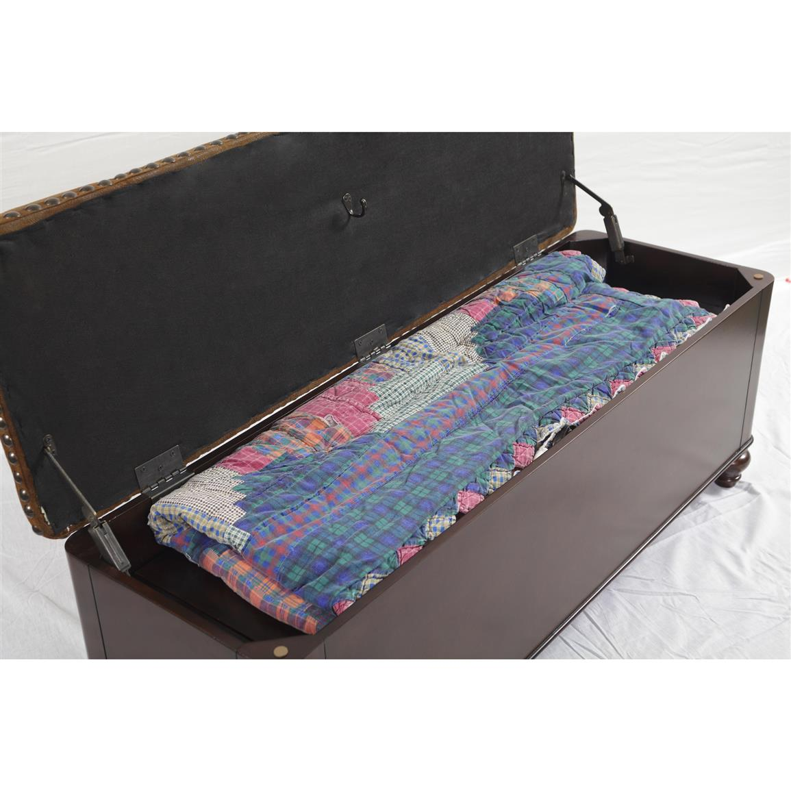 Ample storage in upper compartment for blankets or sportsmen accessories