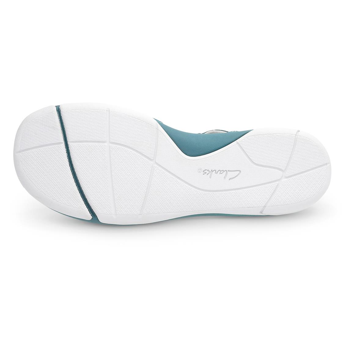 Cushioned soft dual-density footbed