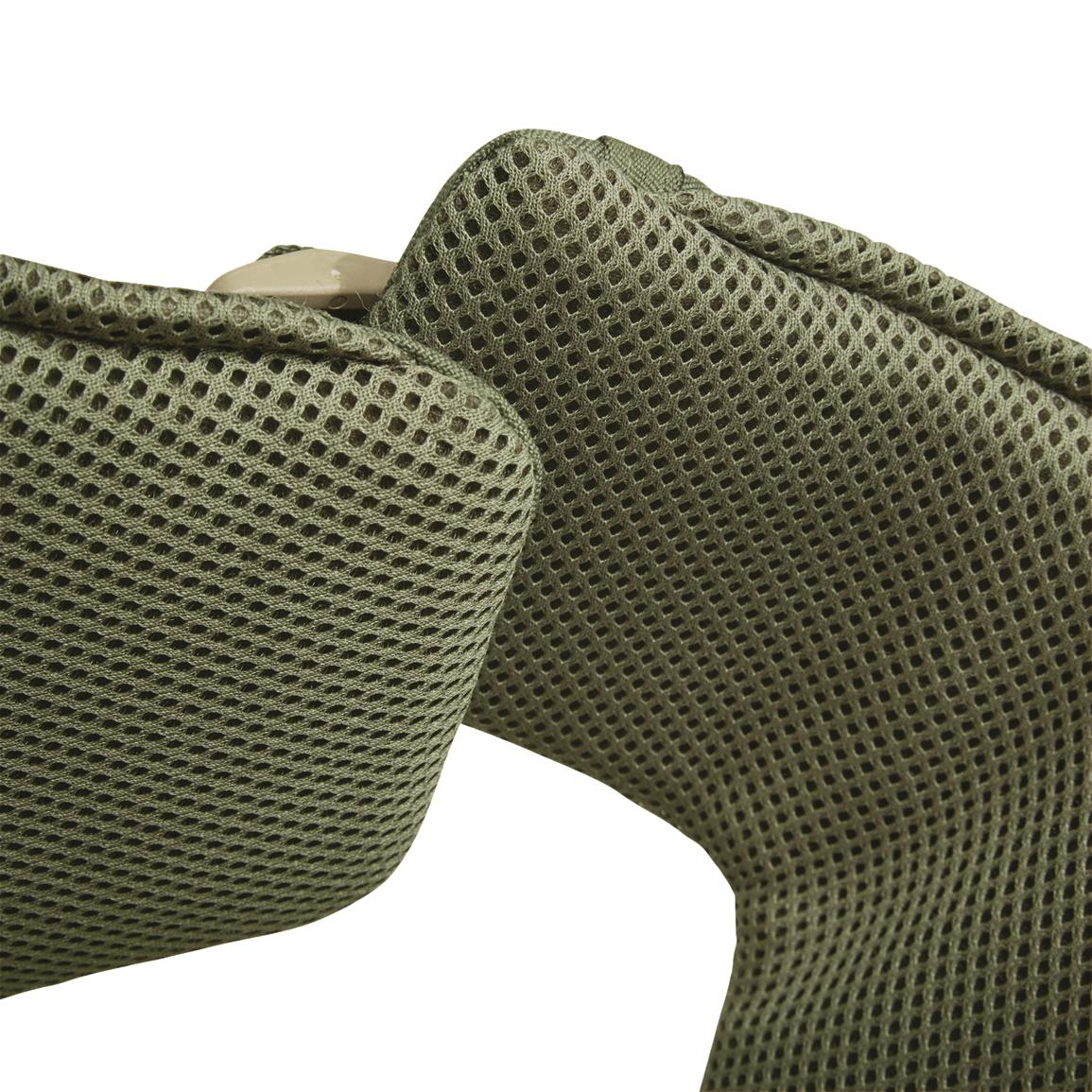 3-D spacer mesh lining keeps your pooch cool
