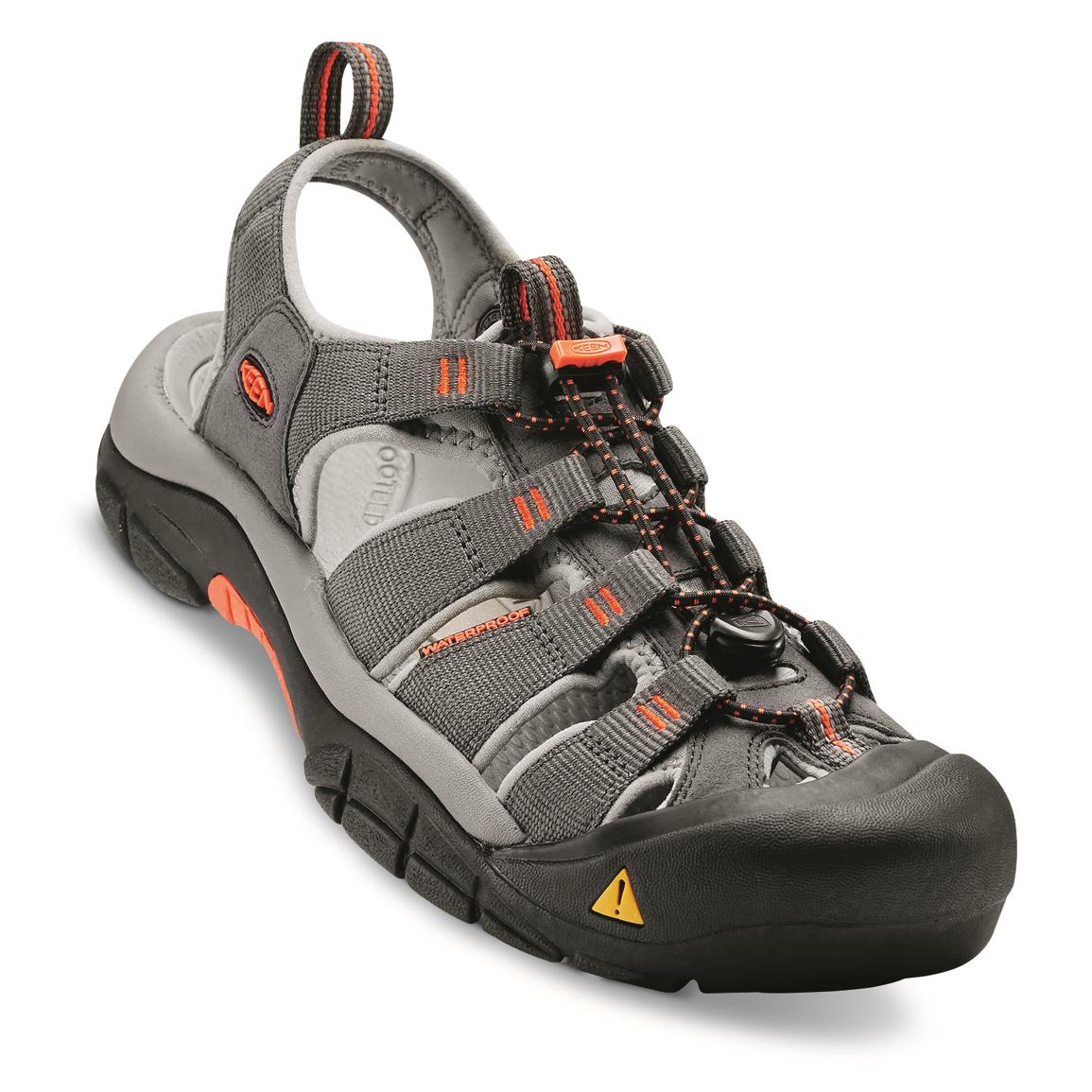 KEEN.Protect wraparound outsole shields your toes for added safety, Magnet/nasturtium